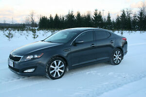 2011 KIA Optima EX  Luxury Sedan