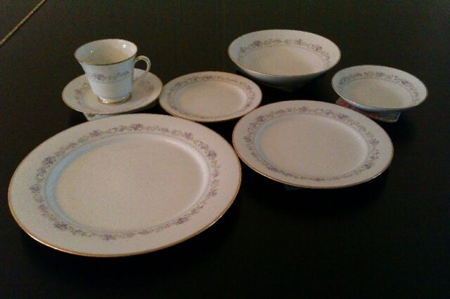 Noritake China -  Lilac Time - 16 place settings, 121 pieces