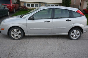 2005 Ford Focus ses zx5 Hatchback London Ontario image 1