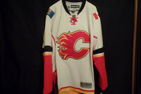 Official NHL Calgary Flames Away Jersey NEW