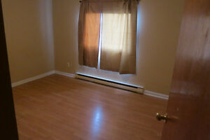Students: Bright, Large & Quiet rooms near Queen's, avail May 1