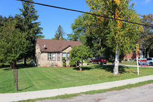~Country Living on Huge Lot~ Cambridge Kitchener Area image 2