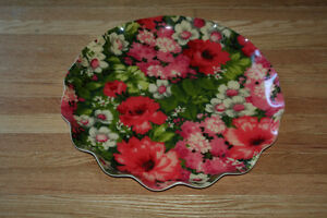 Lrg Pretty Vintage Serving Tray with Floral Design Scalloped Rim Kitchener / Waterloo Kitchener Area image 4