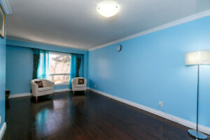 Location!! Fully upgraded Detach House-Scarborough
