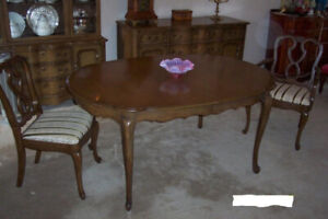VINTAGE DINING TABLE & 6 CHAIRS