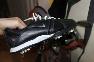 NIKE GOLF SHOES womans 7.5 us (removable spikes)