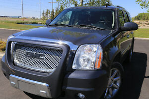 Fully loaded with all possible bells and whistles. 2008  Denali