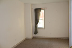 Clean, bright and spacious, and just minutes walk to everything! Kitchener / Waterloo Kitchener Area image 6