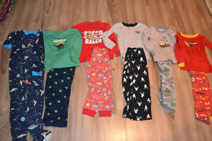 Boys 4T pajamas - Carters