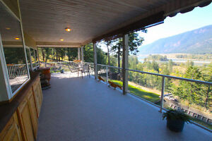 NORTH THOMPSON RIVER VIEWS - HOME BASE BUSINESS - MCLURE 569,500