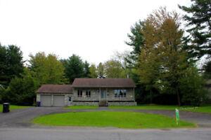 maison avec terrain de 6100 m.c. à 10 minutes de Laval