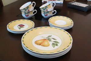 Yellow colored dishes - set of 4