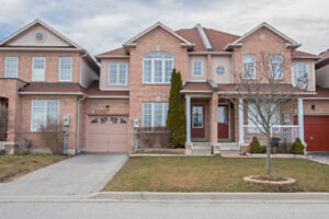 Beautiful Cozy Townhouse in Milton's Beaty Neighbourhood
