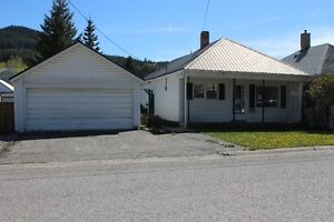 CROWSNEST PASS, BLAIRMORE - GOOD LOCATION FIXER-UPPER