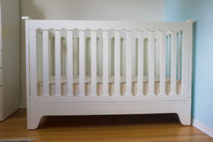 Pali Presto Crib (Italian Made) PLUS an Organic Mattress $350