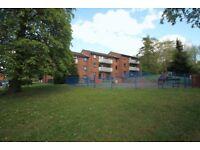 2 bedroom flat in Springfield Close, Woodside Park, N12