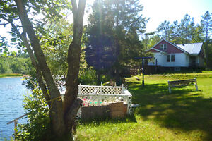 Lg home or cottage on the river - 20 min to Blind or Elliot Lake