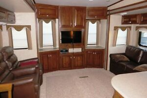 2014 LAREDO 329RE - Fifth Wheel Rear Entertainment Regina Regina Area image 5