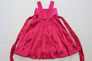 Girls holiday dress, size S (5-6)