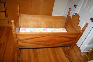 Berceau antique - Antique cradle/ crib