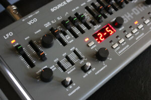 Roland SH-01a Boutique Synthesizer + Sequencer + HFX delivery