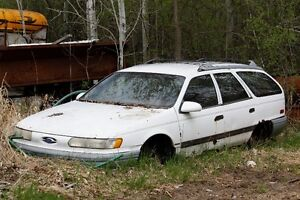 1990 Ford Taurus 3.0L V6 FWD for Parts