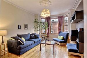 Chaleureux condo  avec 3 chambres fermées avec terrasse privée