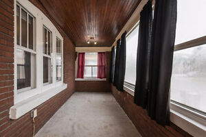 Cozy bungalow in Central London; a great investment! London Ontario image 3