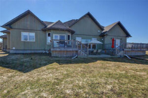 GORGEOUS upper unit backing onto tranquil GREENSPACE!! 3BEDROOM