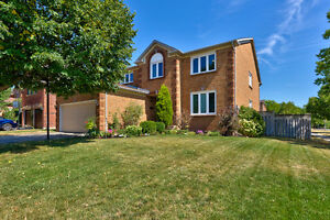 5 bedrooms Detached house at Oakville for rent