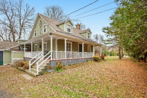 Charming Waterfront Property in beautiful Rigaud