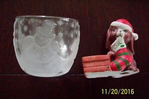CHRISTMAS CANDLE HOLDERS AND 3 HOT PLATE PADS