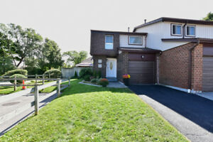Fabulous Renovated South East Ajax Condo Townhouse!