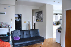 Central location - St Denis/Sherbrooke St E - avail. June