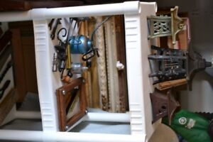 VINTAGE GARAGE - Collection of vintage tools and collectibles