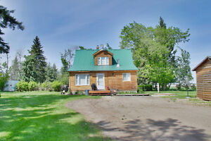 acreage on pavement 10 minutes from Grande Prairie