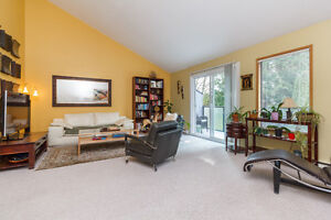 Excellent 3 level townhome in Mayfair