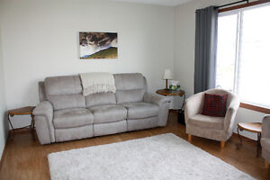 Bright 3 Bedroom House, Main Floor Suite, Millwoods (South)