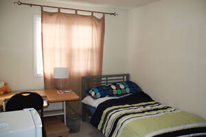 Close to UW, Student House $200/ROOM all inclusiv, June/July-Aug