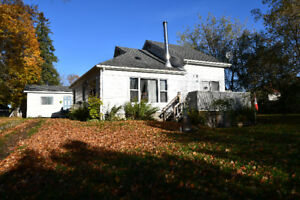GREAT STARTER OR RETIREMENT HOME! 40 Water Street, Coboconk, ON