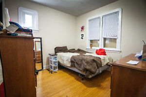 A+ Location! Clean and bright updated 4 bedroom apartment Peterborough Peterborough Area image 7