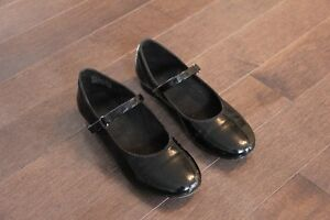 Girl's Black Tap Shoes Size 2