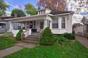 3 BEDROOM HOUSE - STEPS FROM UWO (Lease May 1/17) GROUPS ONLY