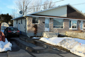 For rent, 3 bedroom apart. 471 Patrick Cornwall North of town