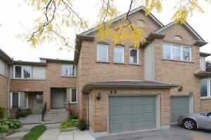 Great Townhome In Central Erin Mills