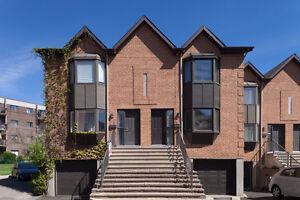 Anjou- maison à étages, en rangée sur coin avec garage