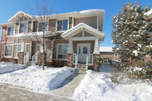 END UNIT Condo with CENTRAL A/C in Griesbach!