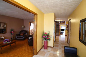 SPACIOUS BACKSPLIT IN EAST GALT - PERFECT MOVE UP HOME Cambridge Kitchener Area image 3