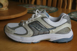Saucony Running Shoes Women's Size 9.5 Brand New