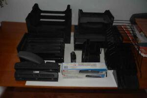 AUBAINE : Access. de bureau, troueuse, porte-crayon, brocheuse,